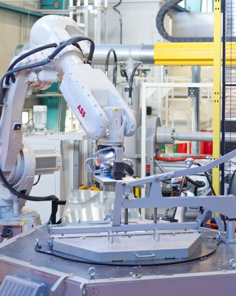 Rheo Casting Roboter Alu Aufnehmen_highres Aspect Ratio 8x10